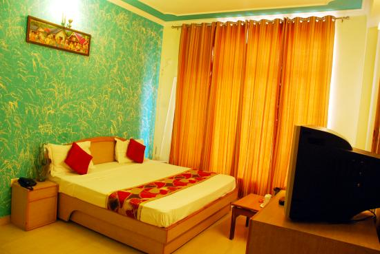 Hotel A.J. International : Deluxe Room