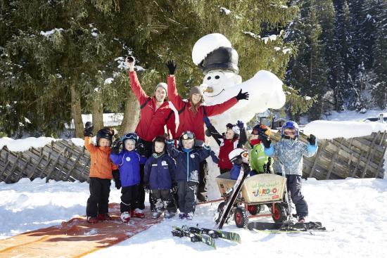 Habachklause: Ski-Zwergerlkurs vorm Hotel, bei guter Schneelage bis Mitte März