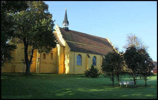 Kirken set fra venstre - Billede af Faaborg Kirke Helligåndskirken, Faaborg - TripAdvisor