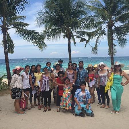 Crown Regency Beach Resort : Company in the sand