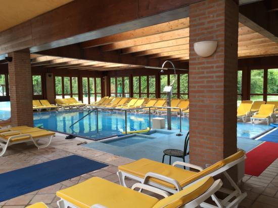 Piscina interna picture of hotel terme preistoriche spa - Hotel preistoriche montegrotto prezzi piscine ...