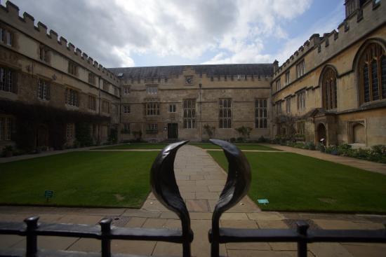 Jesus College, Oxford University: L'entrata