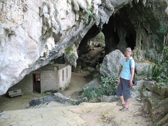 San Diego de los Banos, Cuba: large cave with office Che