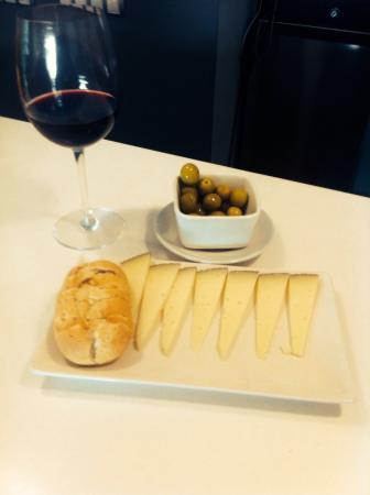 Hotel Avenida 31: Rico rico!!! Buen vino y excelente tapeo!!! Chapo!!!