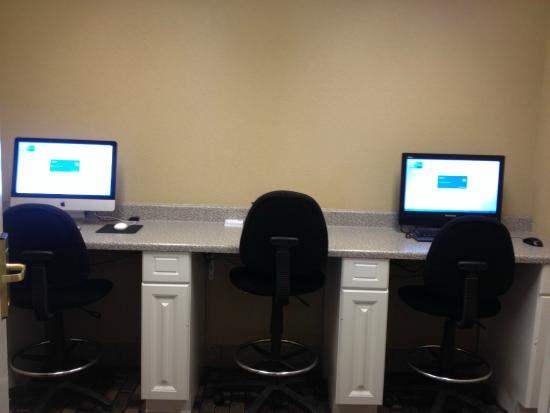 Holiday Inn Express & Suites Minneapolis Airport-Mall Area: PC & Mac Business Center