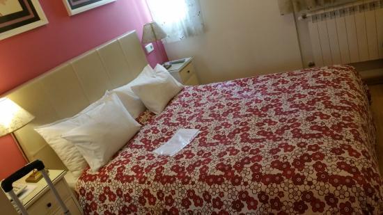 Hostal Adria Santa Ana: camera 306