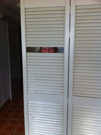 Equinox Resort Apartments: Privacy screen room divider.....not so private!