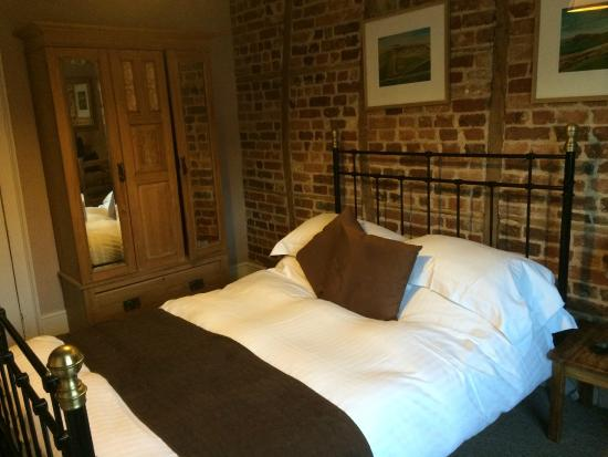 The Crown Aldbourne: Bedroom