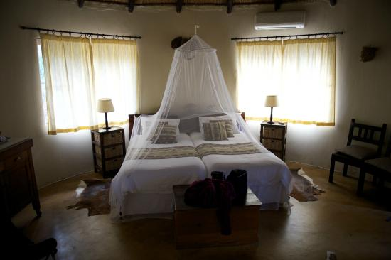 Leopards View Game Lodge: interieur bungalow