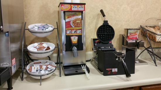 Baymont Inn & Suites Lafayette Airport: Waffles