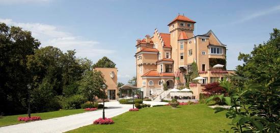 Hotel Schloss Monchstein: Außenansicht Sommer
