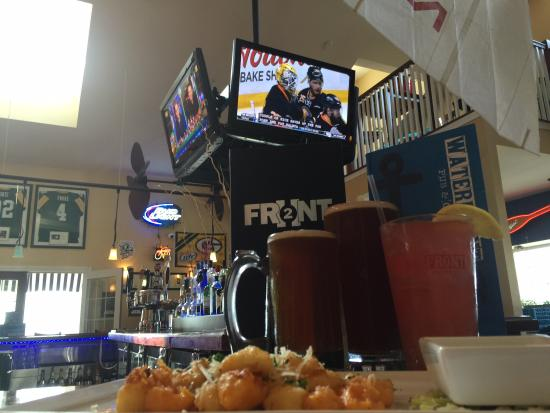 Waterfront Pub and Eatery: Interior Fun