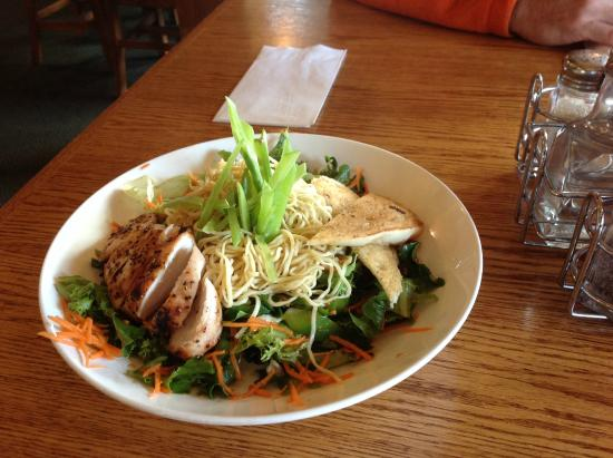 The Flying Steamshovel Gastropub & Inn: Asian grilled chicken salad