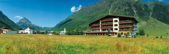 Alpenhotel Tirol Galtur: Außenansicht Sommer
