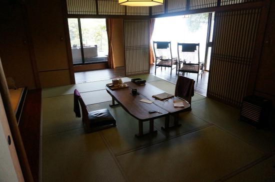Wa-tei Kazekomichi: Traditional sitting area