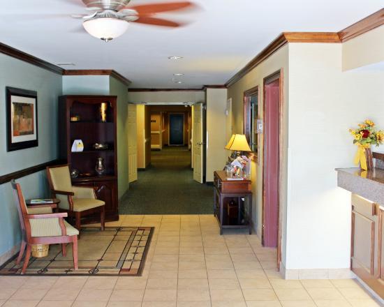 Suburban Extended Stay Of Hampton: Lobby
