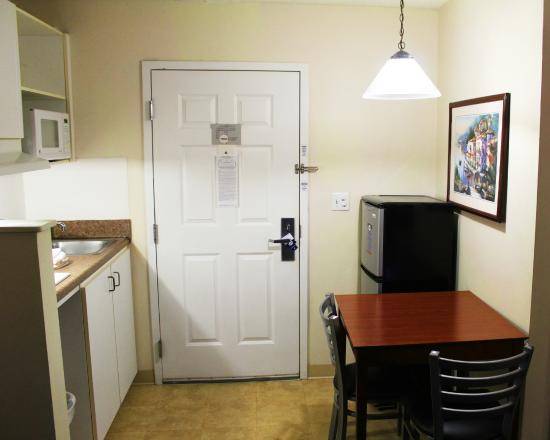 Studio 6 Hampton, VA - Langley Afb Area: Guestroom Kitchen