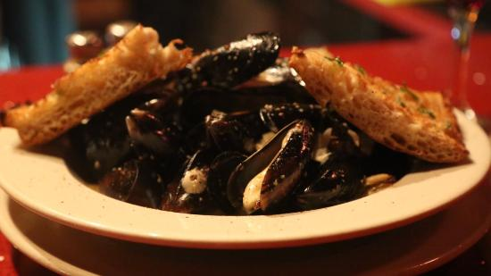 Falafel Bistro and Wine Bar: Mussels