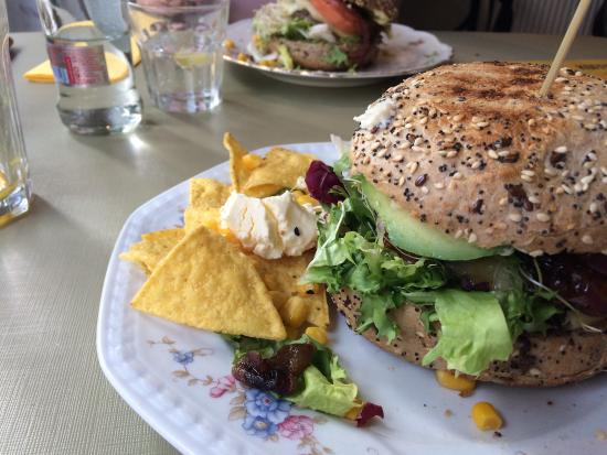 Escobar: Aaaah ZALIG gegeten...een top hamburger, lekkere broodjes...