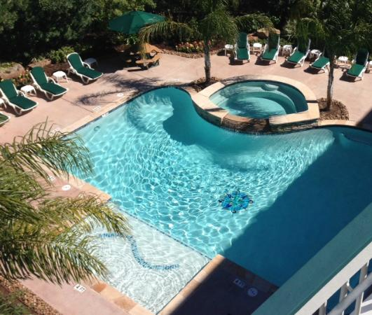 Casa Del Mar Beachfront Suites: East Pool Afternoon
