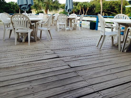 Sea Spray Inn: Deck in need of repair