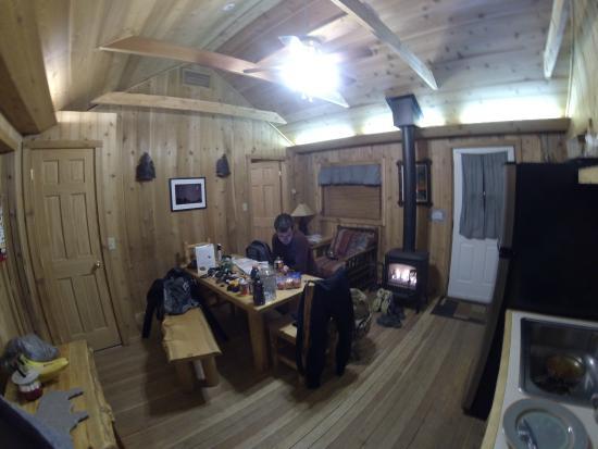 Pine Edge Cabins: Back cabin (inside)