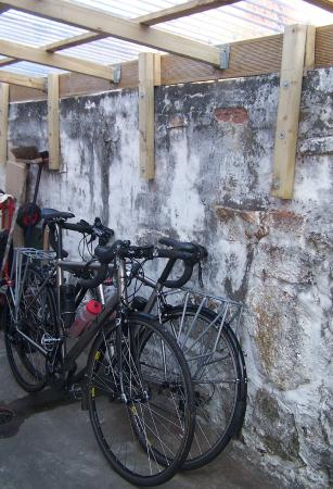 Tide's Reach Bed & Breakfast: Cycles stowed for the night in our undercover storage area