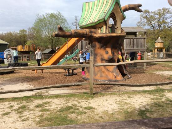 Sandhurst, UK: Play area