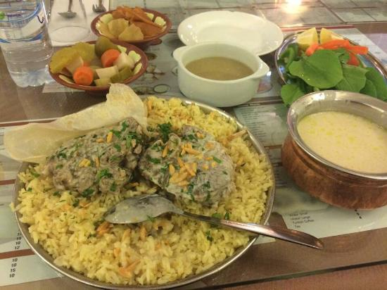 Jordanian mansaf in zahrat al quds restaurant in sharjah for Cuisine zahra