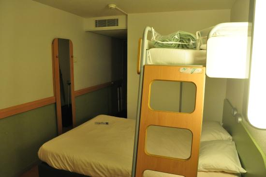 Ibis Budget Bayonne: Room in hotel.