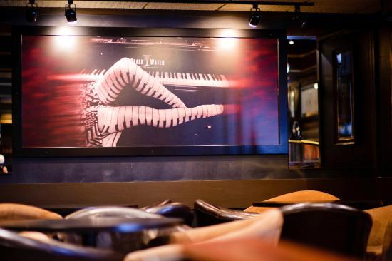 Blackwater Lounge: Piano