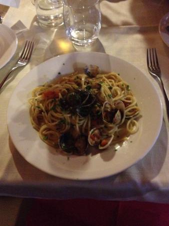 Hotel Fortebraccio: Spaghetti alle vongole veraci deliziosi :)