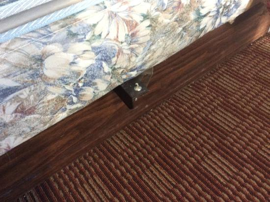 City Center Inn: Odd iron rod sticking out from side of bed, that scraped the back of my wife's leg