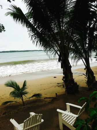 Villa Paraiso: Ahhh, the quiet beach just a few steps from the Casitas