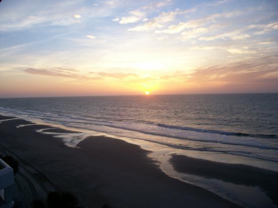 Waters Edge Resort: Sunrise on the balcony.