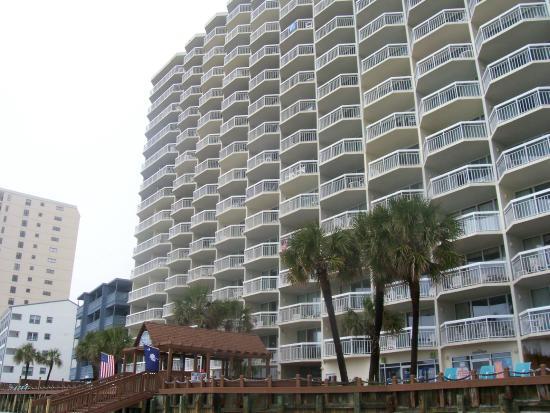 Waters Edge Resort: Front of condos.