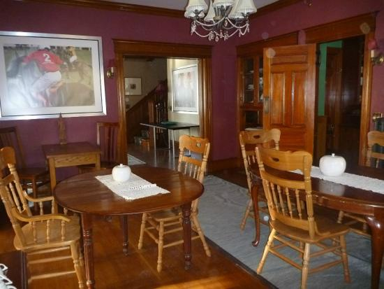 The Munroe Inn: Breakfast Room