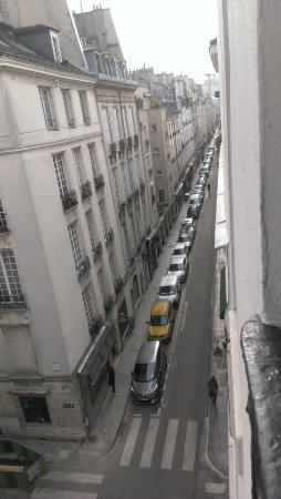 Hotel de Lutece: Looking out the hotel room window onto rue St-Louis-en-I'lle.