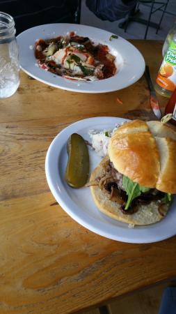 The Pickup Cafe : the burger and lasagna