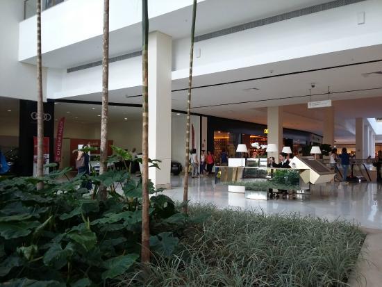 Iguatemi Esplanada  Arborizado. Iguatemi Esplanada  Fachada. Quiosque  espalhados pelo shopping d6c5563e9a