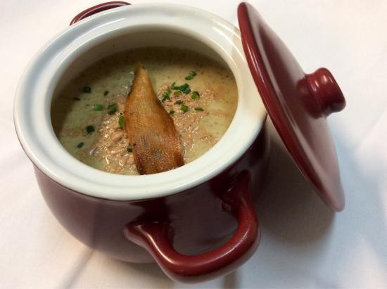 El Pati: Crema de setas con virutas de foie y chips de Yuca