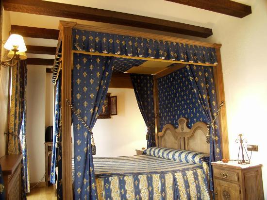 Hotel Posada Real : Sorprendente cama con dosel