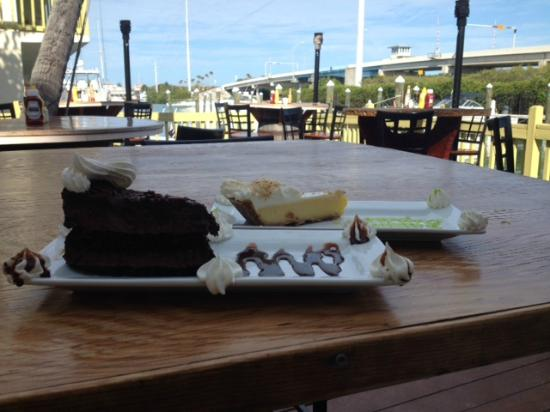 Smugglers Cove Restaurant and Bar : Desserts after a very good dinner.