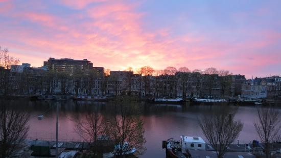 Amstel Riverview: Early morning view from the balcony