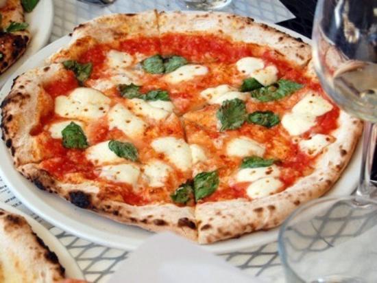 Marbella pizza kitchen nueva andalucia fotos n mero de tel fono y restaurante opiniones - Pizzeria venecia marbella ...