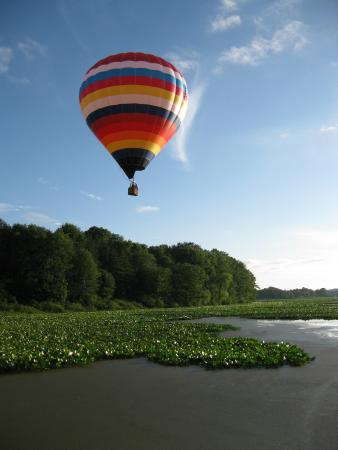 Kent, OH: Balloon over Mogadore Resivor