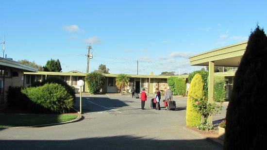 Adelaide Road Motor Lodge: parking
