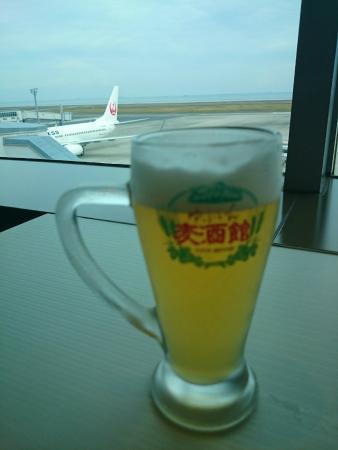 View Restaurant Sky Line: 飛行機を眺めながらビールを