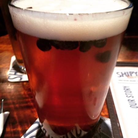 Shipyard Brew Pub Eliot Commons: Sea Dog Wild Blueberry beer