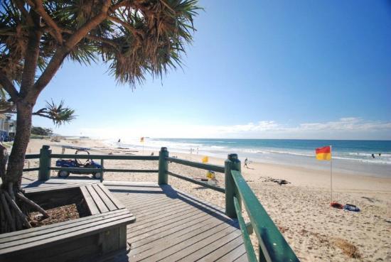 Majorca Isle Beachside Resort: Local beach walk